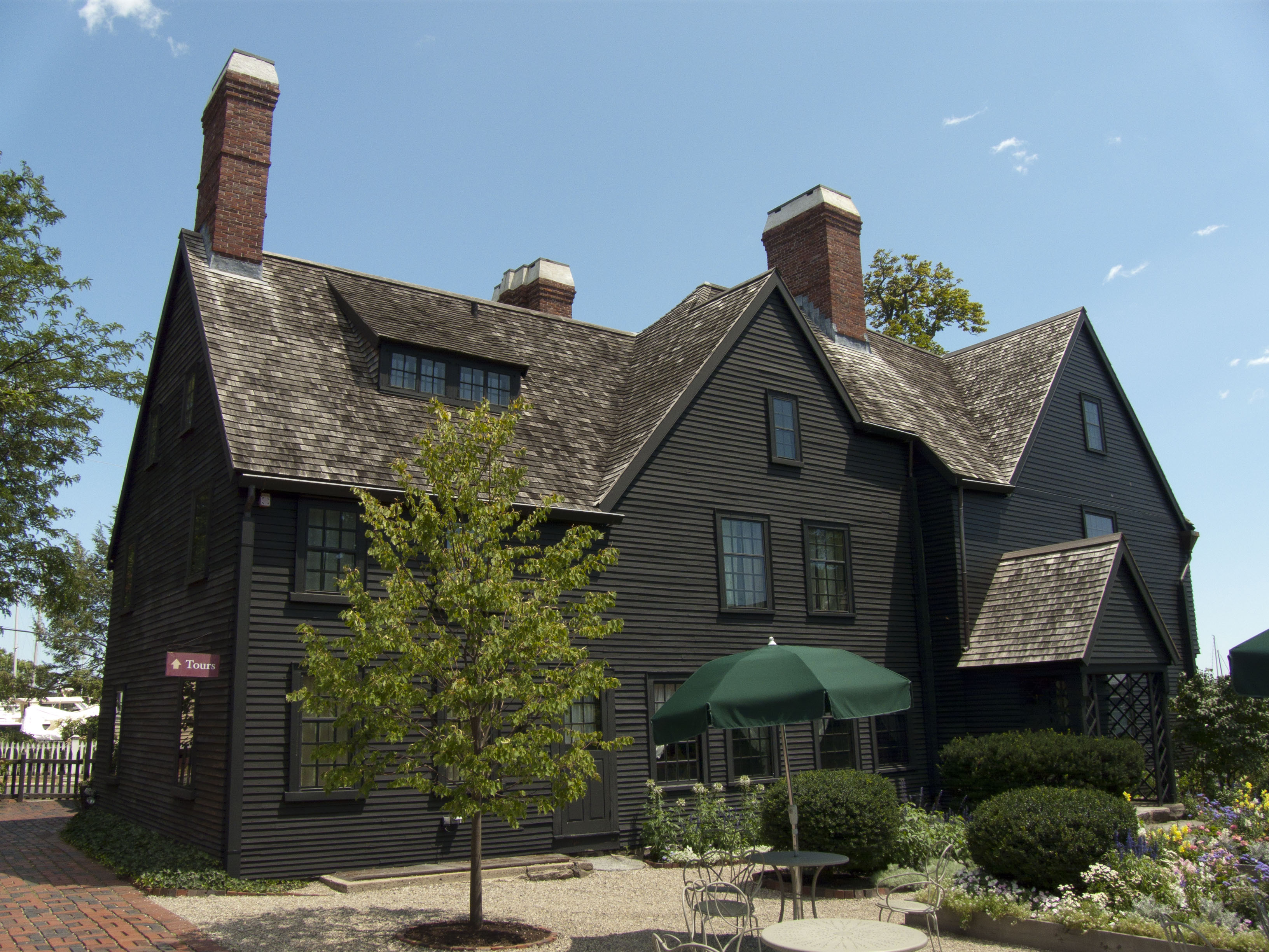 book review the house of the seven gables by nathaniel hawthorne the blog of litwits. Black Bedroom Furniture Sets. Home Design Ideas